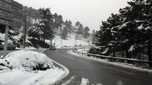 動画:地中海の島で季節外れの雪、5月の最低気温も更新
