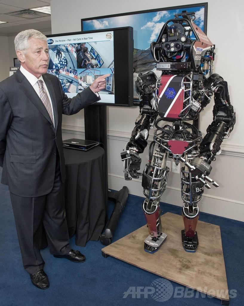 米国防総省の科学者チーム、人型ロボットを披露
