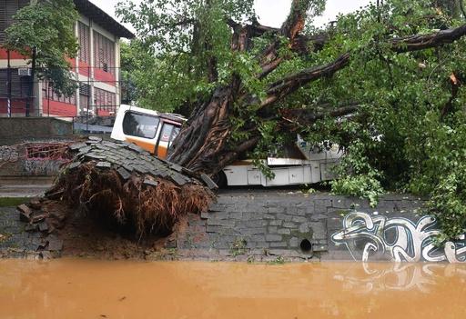 リオデジャネイロで豪雨災害、10人死亡