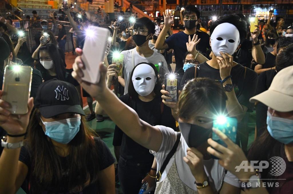 香港民主派、覆面禁止法を無視してゲリラデモ