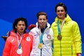 銀メダルを授与された平野歩夢、スノーボード男子HP