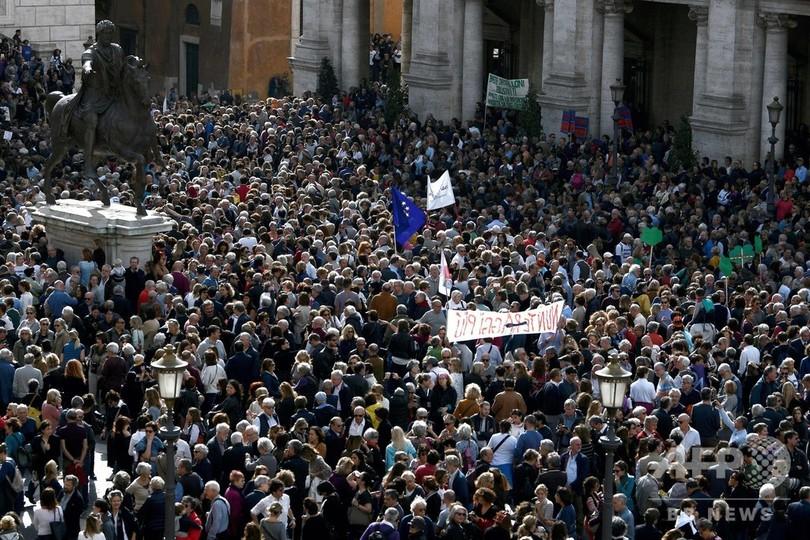 ローマのインフラ老朽化に抗議、数千人がデモ