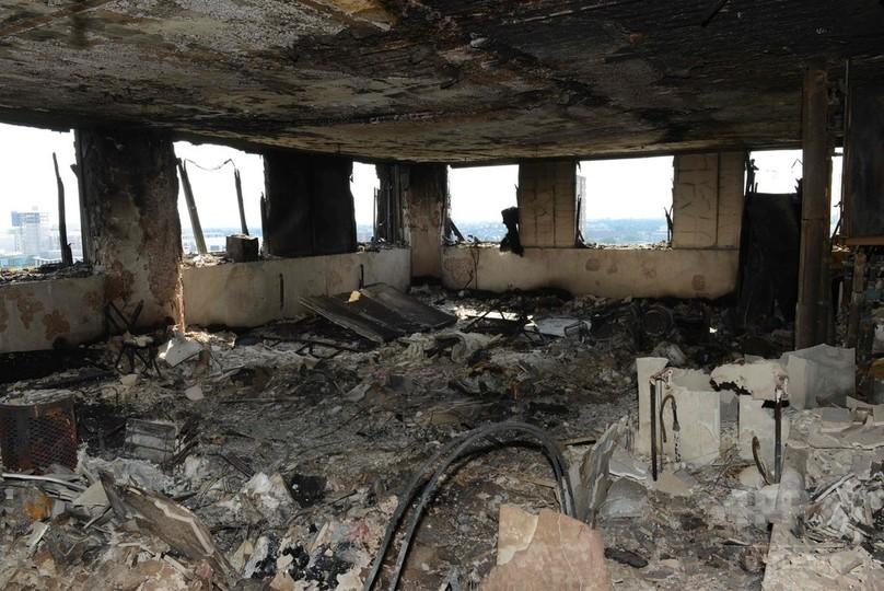ロンドン高層住宅火災、「筆舌に尽くしがたい」内部の惨状を公開