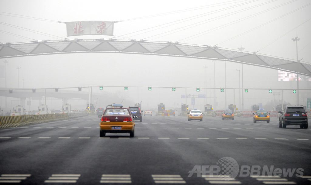 腕のない中国人男性、無免許で16万キロ運転
