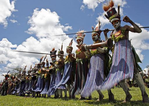 パプアニューギニアの祭典「シンシン」、民族文化を披露