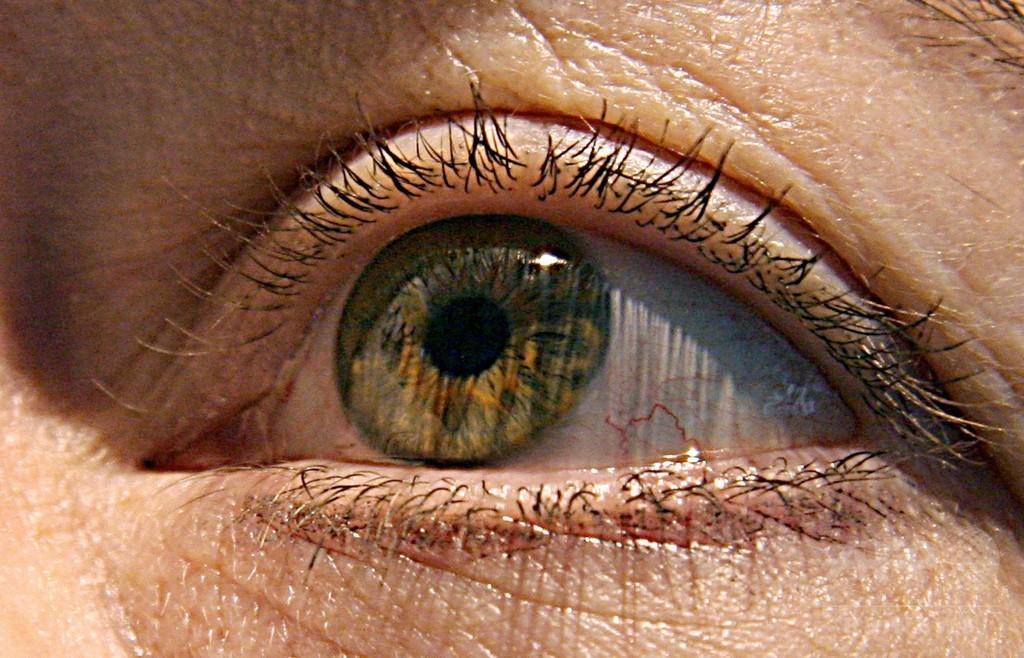 幹細胞使った治験で女性3人失明、米