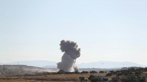 動画:シリア北西部への空爆で民間人43人死亡 空爆の瞬間の映像