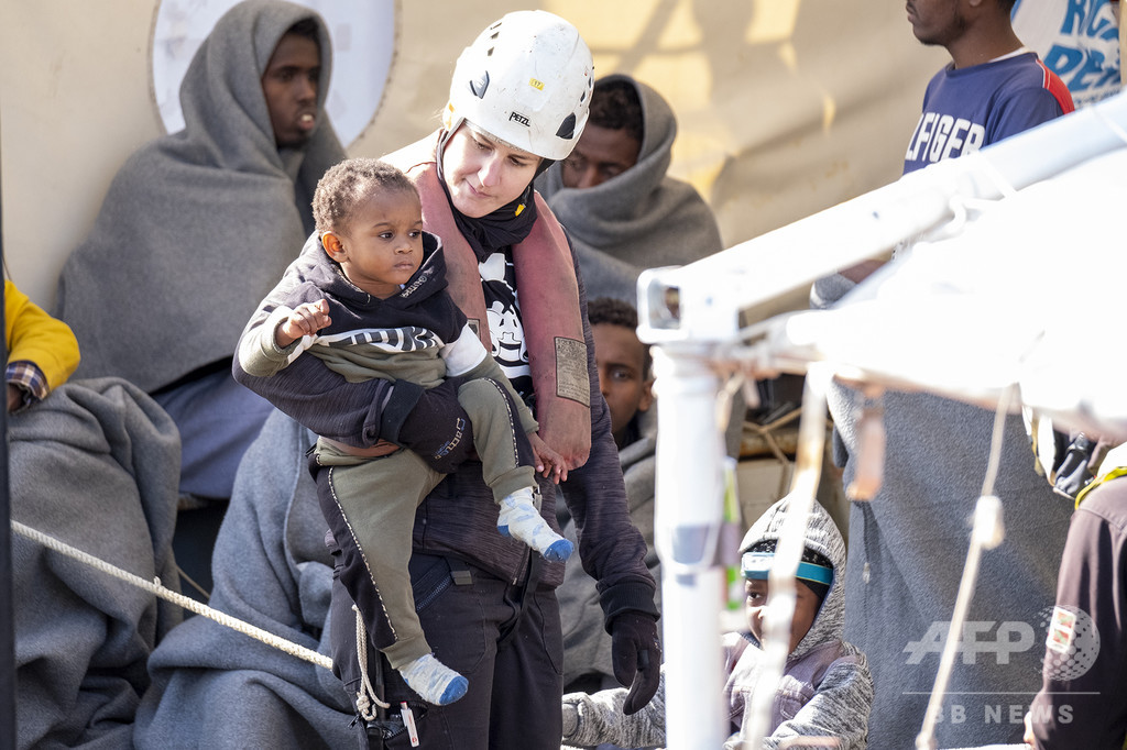 コロナの陰で死ぬ移民の増加を懸念、地中海の救助活動停止