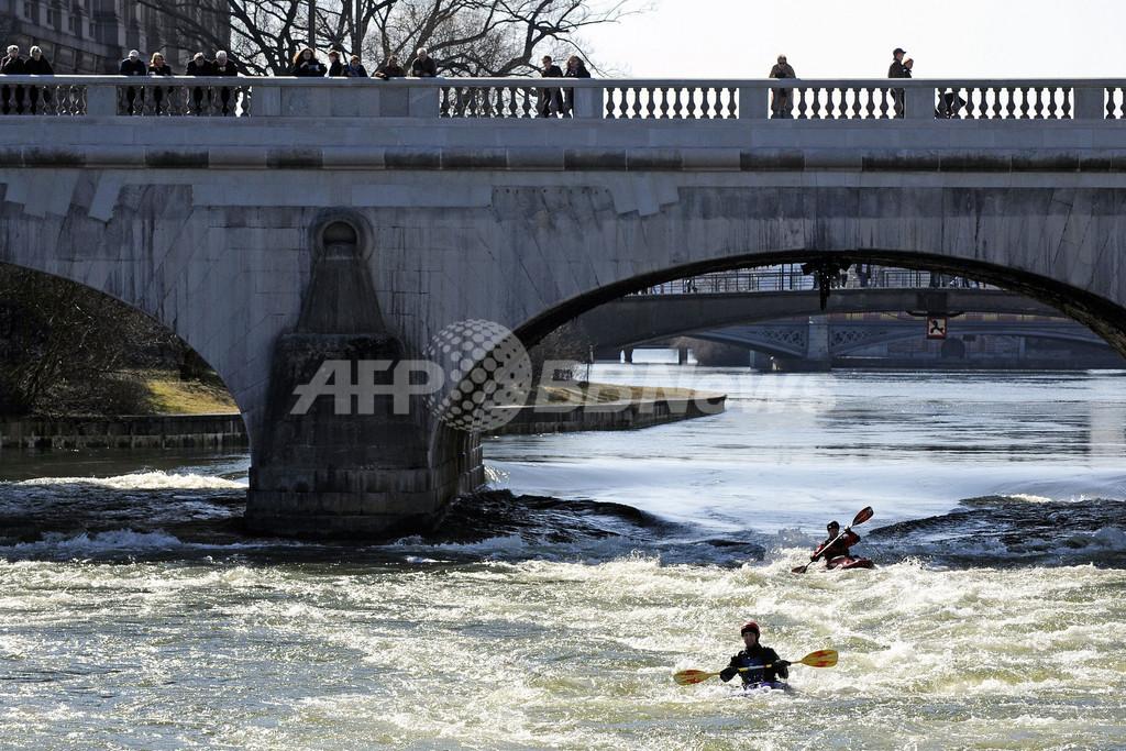ストックホルムの河川はカヤックの人気練習スポット、スウェーデン