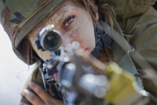 【写真特集】世界の女性兵士たち