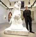 D・ハースト作品が計211億円落札、サザビーズで落札総額の最高記録に
