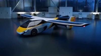 動画:「空飛ぶ自動車」が上海に到着 アジア初公開