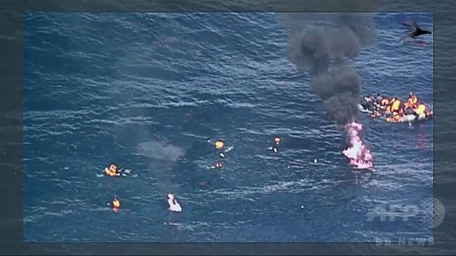 動画:スペイン沖で移民船が炎上、34人救助 一部始終を撮影