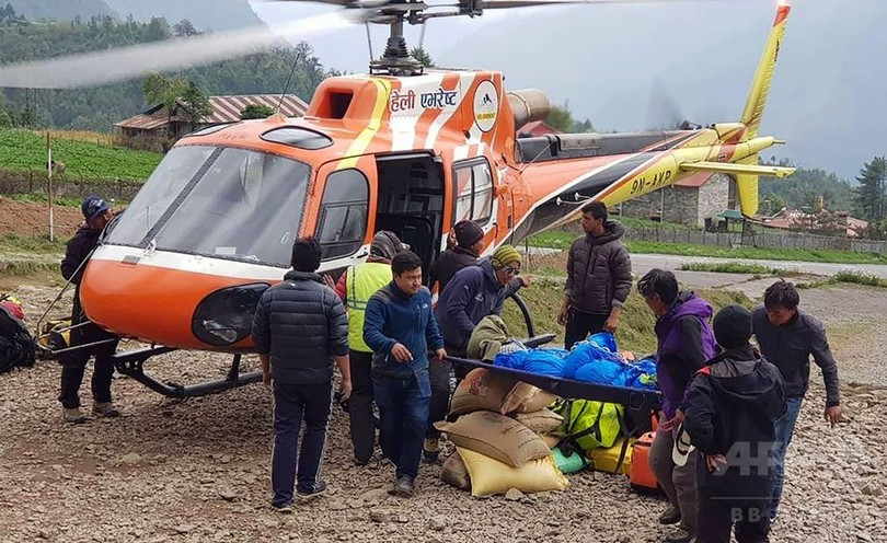 エベレストで死亡した登山家の栗城さん、ヘリで遺体搬送