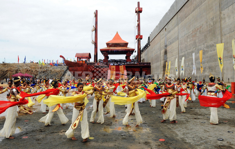 スリランカに中国支援の大規模港、警戒強めるインド