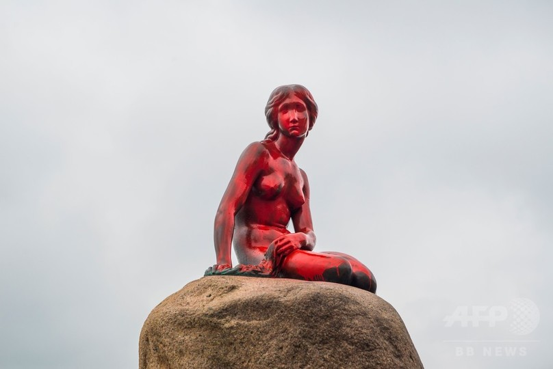 人魚姫の像に赤いスプレー、反捕鯨訴える活動家らが実行? デンマーク