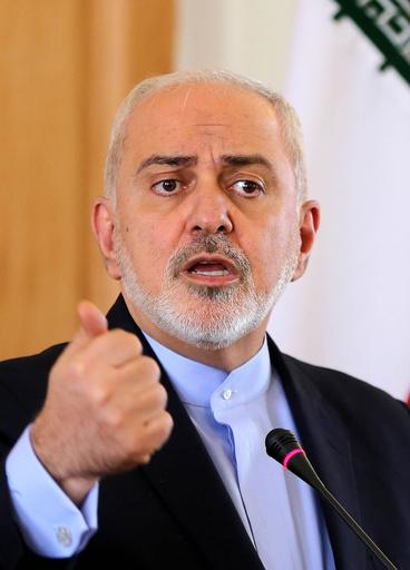 イランのロウハニ大統領、外相の辞任を承認せず