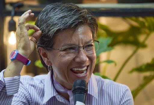 コロンビア・ボゴタ初の女性市長、3年交際した女性と結婚