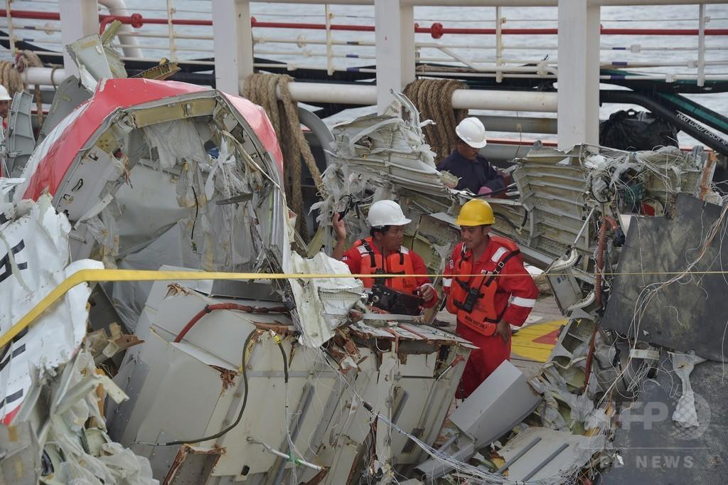 墜落エアアジア機、胴体部分の引き揚げに失敗 4遺体収容