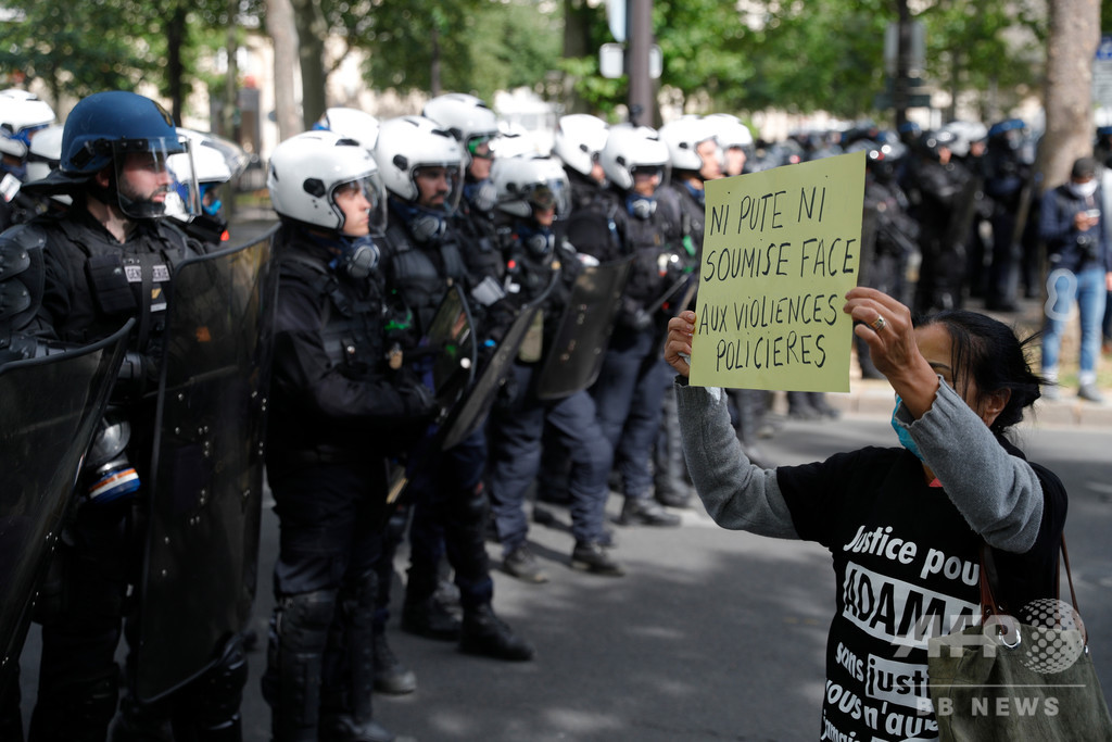 仏警察、首圧迫するチョークホールド禁止へ 抗議の高まり受け