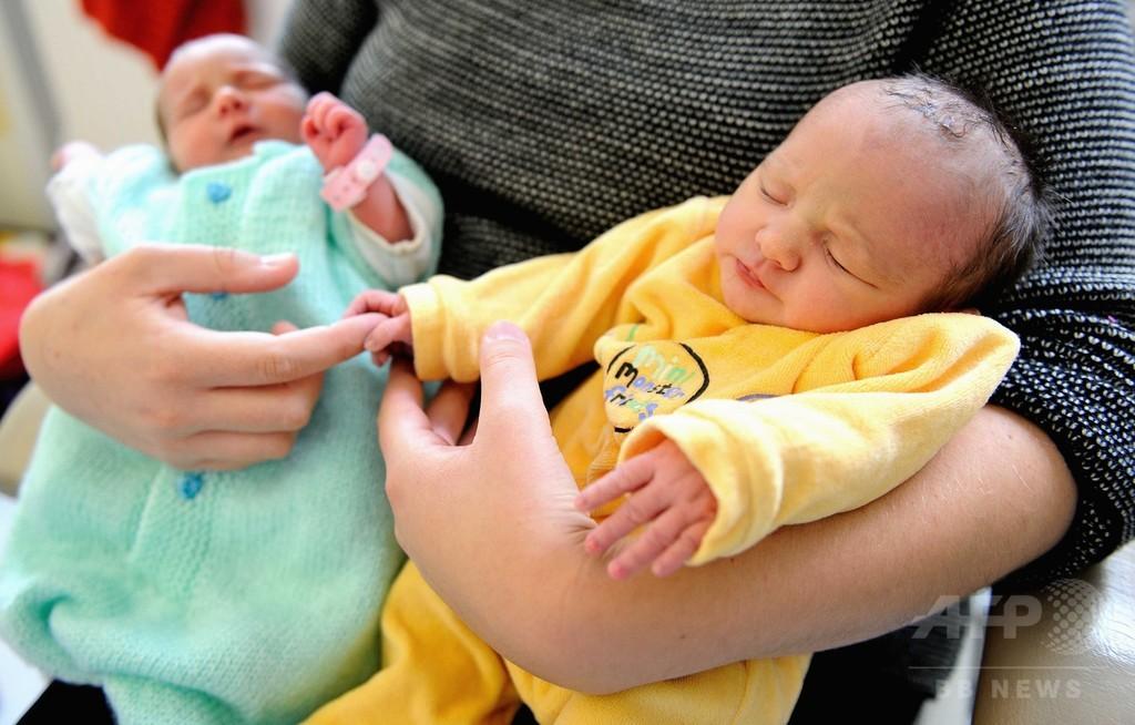 双子の出産、妊娠37週が最適か 研究