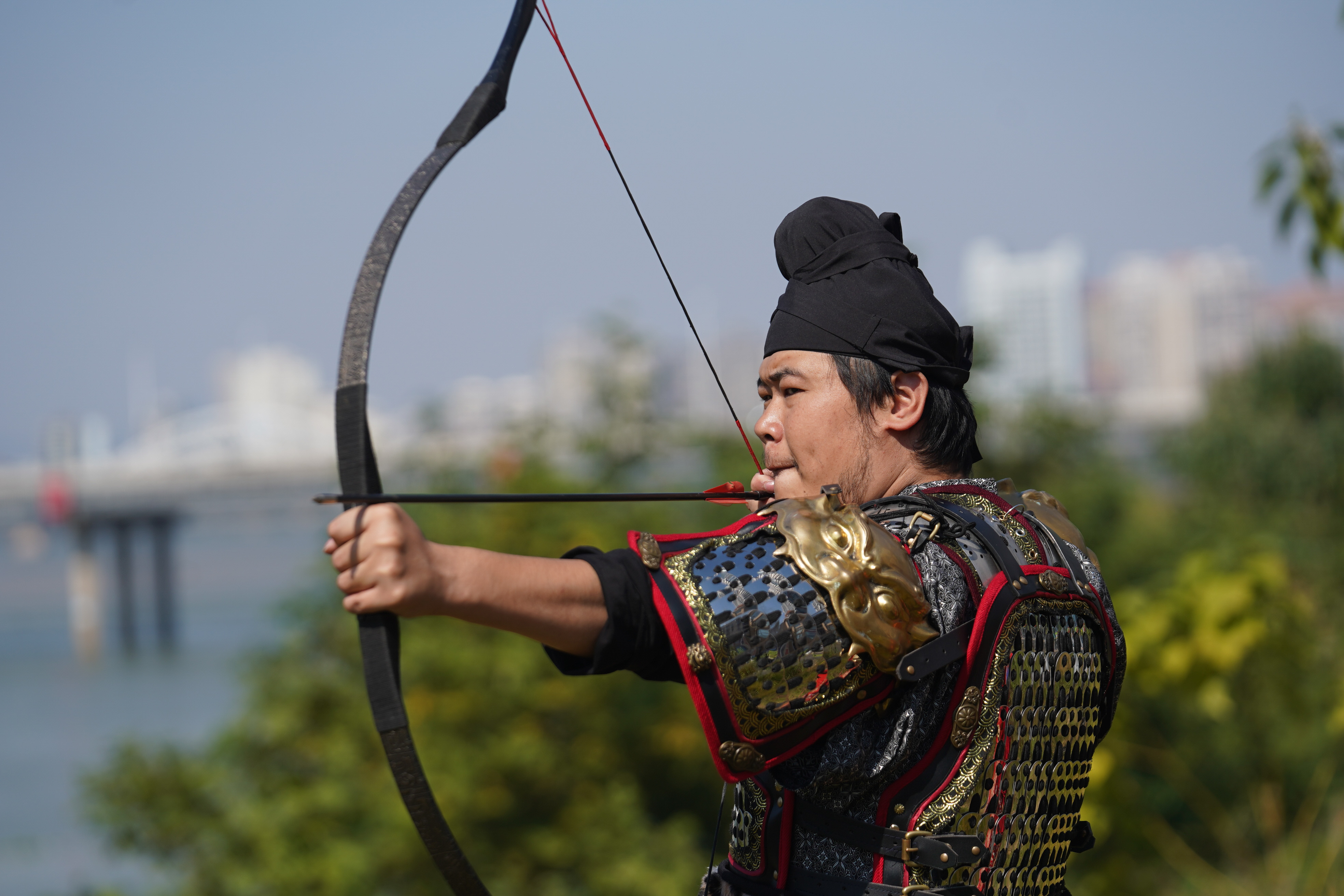 よろいの再現に夢追う若者たち 江西省贛州市