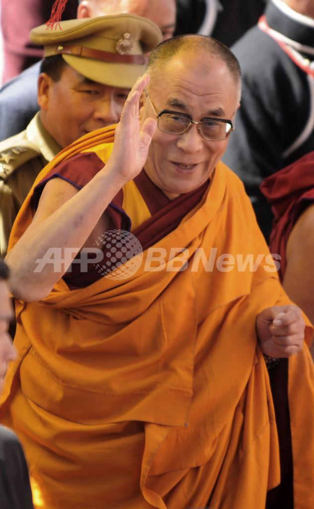 ダライ・ラマ、中印の国境係争地にある僧院を訪問 中国は反発