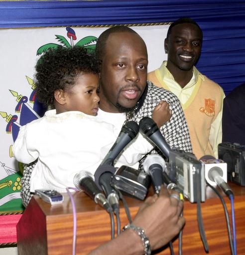 ワイクリフ・ジーンとエイコン ハイチのポルトープランスに到着