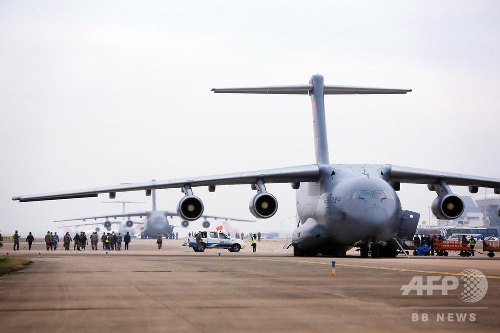 中国空軍の大型輸送機、初の非軍事行動に参加 医療隊員を武漢へ 写真6 ...