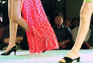 ハニートラップ? オランダの駐中国大使、女性職員と情事で停職
