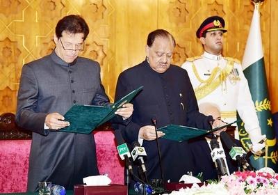 パキスタン、カーン氏が首相に就任 クリケットの元スター選手