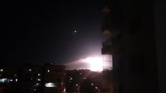動画:イスラエル軍がシリアを空爆、11人死亡 イラン施設標的 映像公開