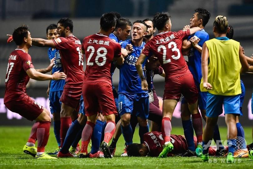 中国サッカー協会の「気まぐれ」処分、ファンからは不満の声