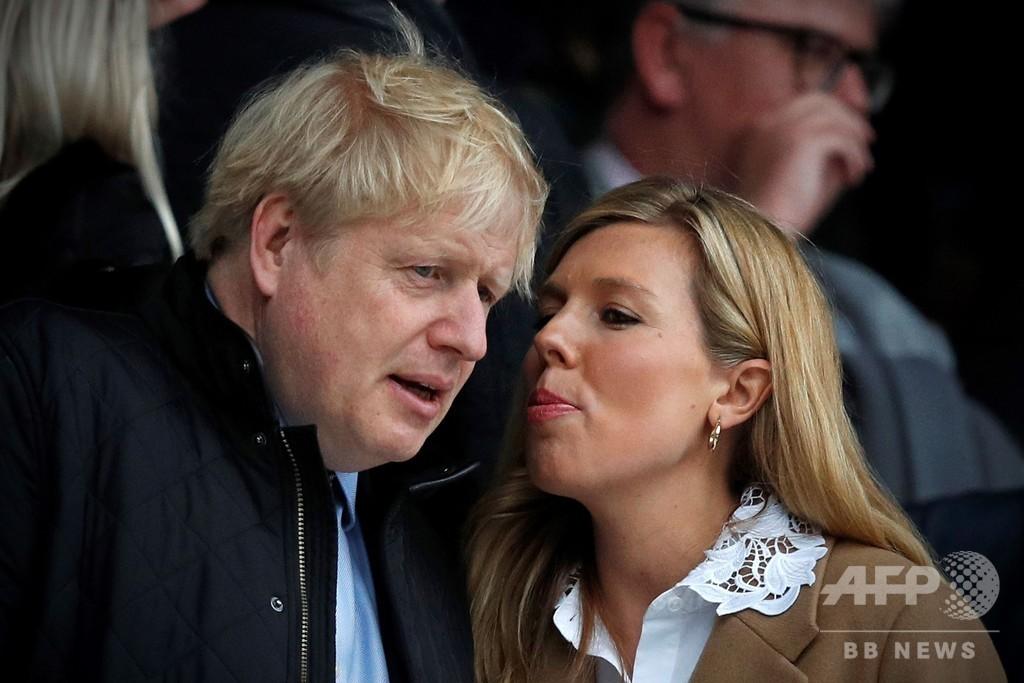 英首相のパートナー、男児出産 「母子共に健康」