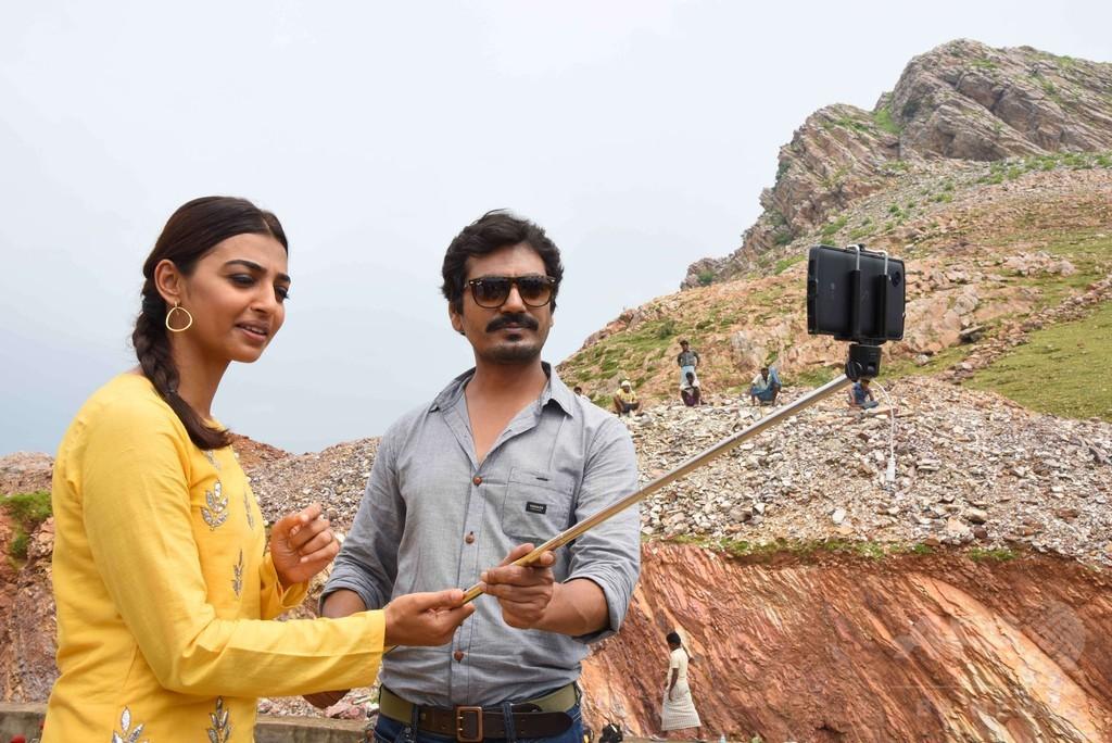 亡妻思い22年間、山を掘り続けた男性の実話を映画化 インド