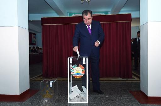 タジキスタン、大統領の任期制限を撤廃 国民投票で改憲承認