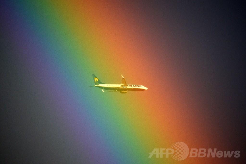 虹色に染まった飛行機、ローマ