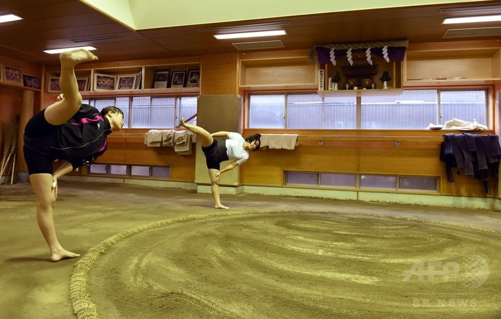 国際ニュース:AFPBB Newsアマチュア相撲で男子を相手に奮闘する女子力士
