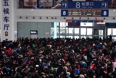 故郷に帰るより都会に来る方が安価 中国・春節の「逆帰省ラッシュ」が増加