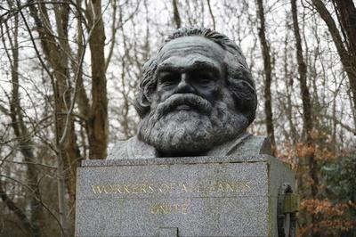 英ロンドンのマルクス墓碑、今度は落書き 赤ペンキで「大量殺人者」