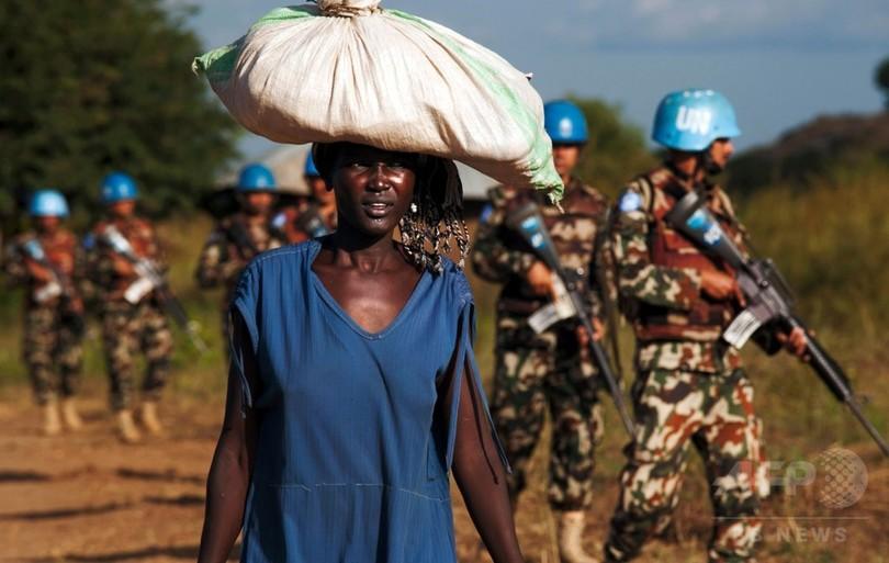 南スーダンPKOの軍事司令官を更迭、首都の戦闘で民間人守れず