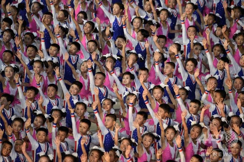 北朝鮮、5年ぶりにマスゲーム開催 建国70周年記念、正恩氏ら観覧