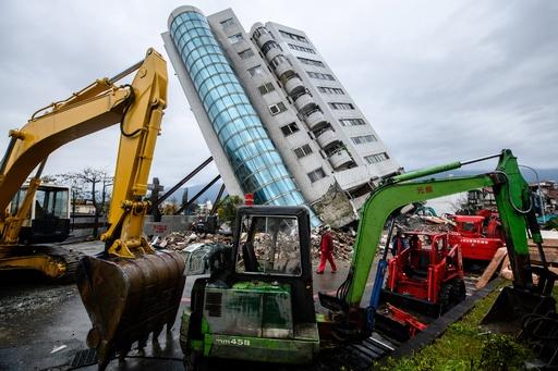 台湾地震、傾いたビルの建設責任者を拘束