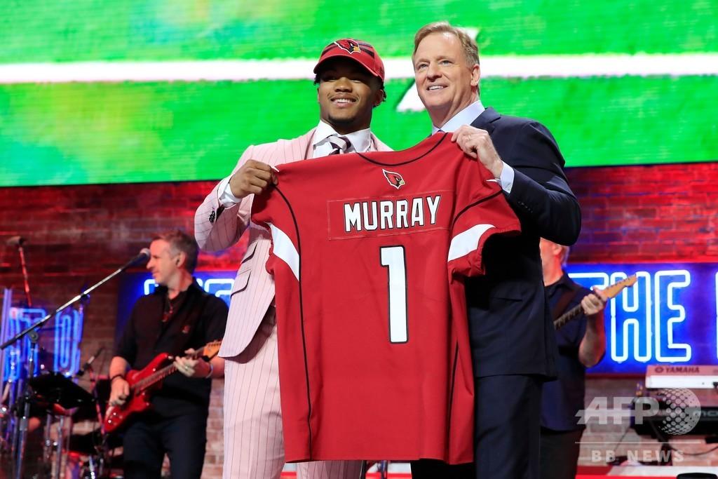 米大学の二刀流選手、NFLドラフトでカーディナルスから全体1位指名