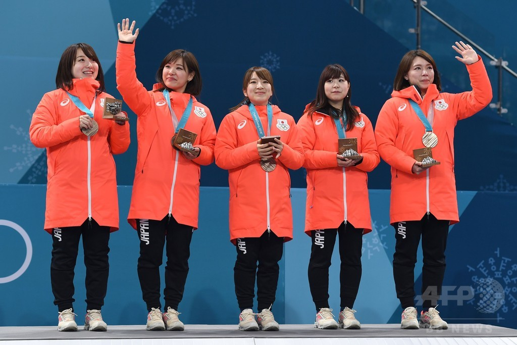 カーリング女子日本代表に銅メダル授与、平昌五輪