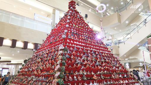 動画:7mの巨大ピラミッドひな壇、「引退」人形をもう一度 埼玉