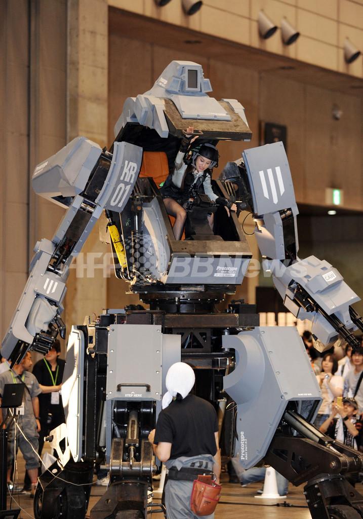 乗り込んで操縦可能、巨大ロボ「クラタス」が登場 ワンダーフェスティバル