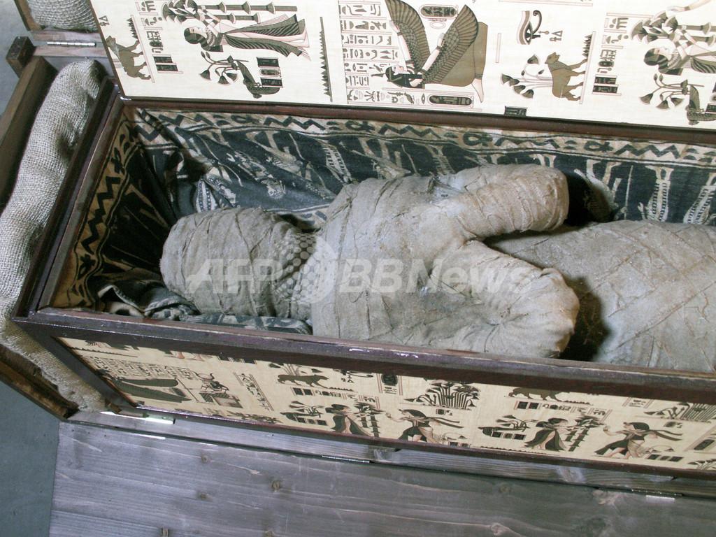 祖父母宅の屋根裏で少年が謎のミイラ発見、独当局が調査