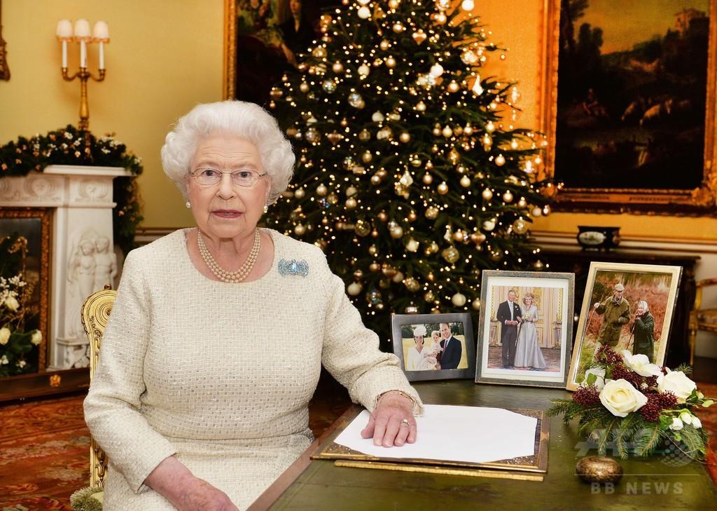 「闇の中に光」、英女王のクリスマスメッセージ 難民の窮状にも言及
