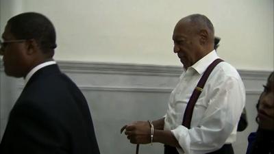 動画:B・コスビー被告に3年以上10年以下の禁錮刑、手錠姿で退廷